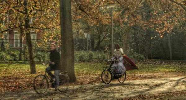 Amsterdam_The Pope Biking in Voldelpark (!)
