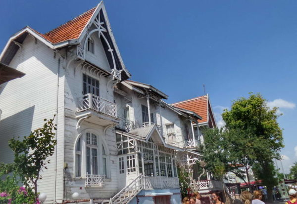 Kınalıada_Sirakyan twin houses