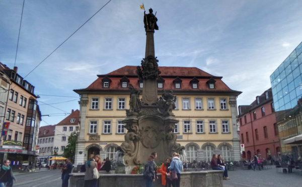 Würzburg_Vierrohrenbrunnen