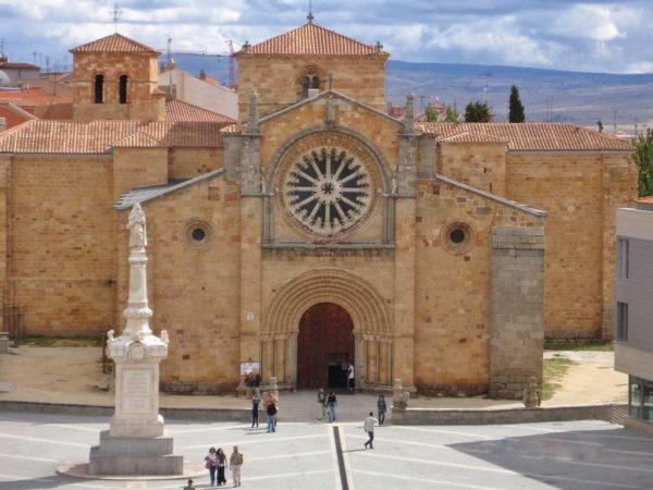 Avila_Plaza de Santa Teresa & Church of San Pedro