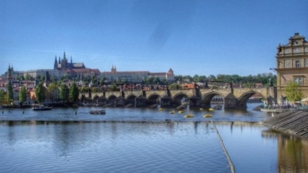 Prag_River_Bridge_Castle