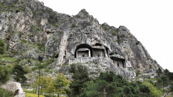 Amasya_Rock Tombs of the Kings (1)