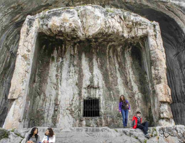 Amasya_Rock Tombs of the Kings (3)