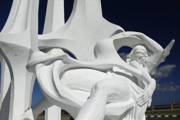 Egypt_Alexandria_White Sails Statue (2)